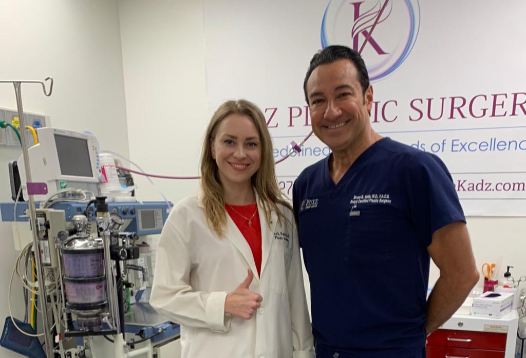 Фото Coollaser.Clinic у хирурга из Беверли Хиллс Bruce B.Kadz.M.D.