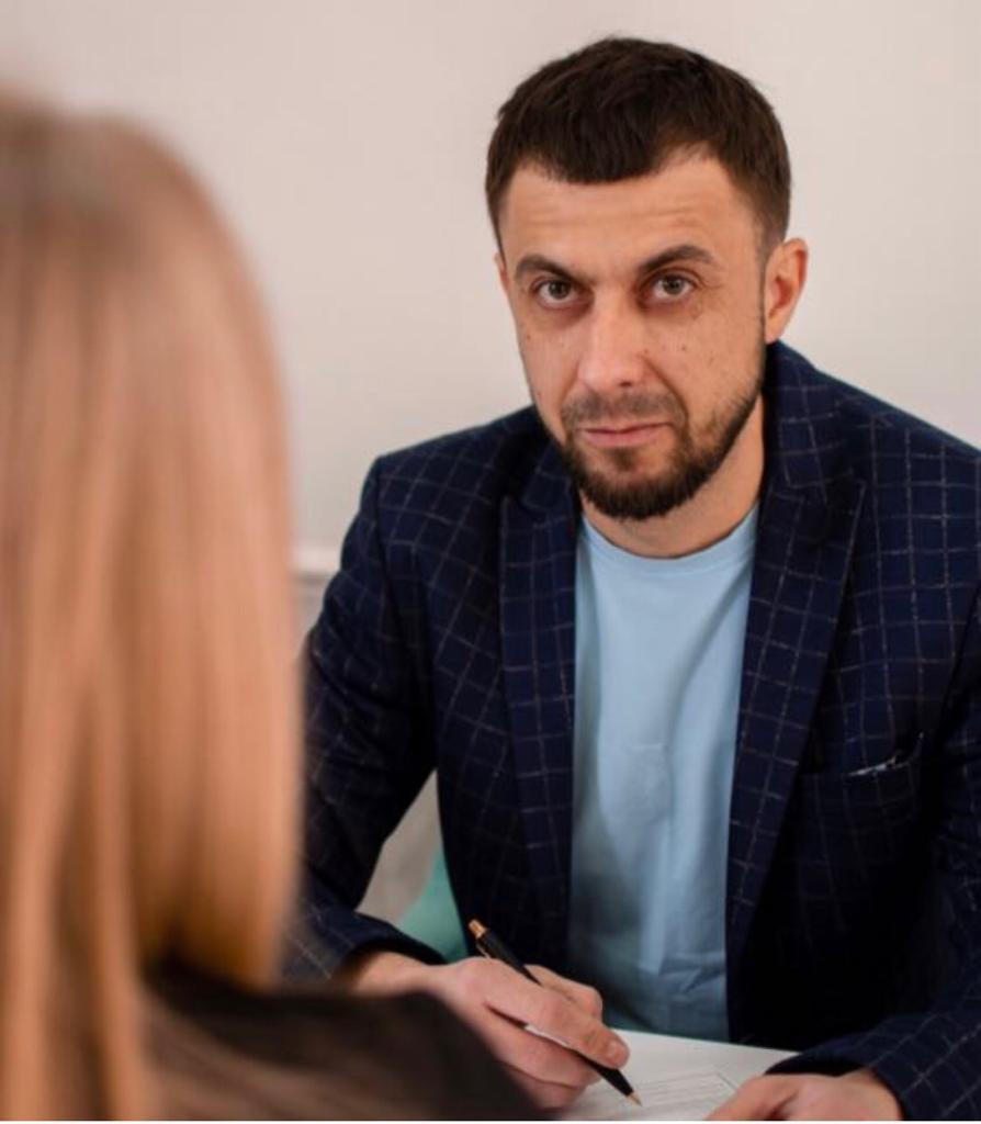 Пластический хирург Гаврилюк Сергей Григорьевич консультирует