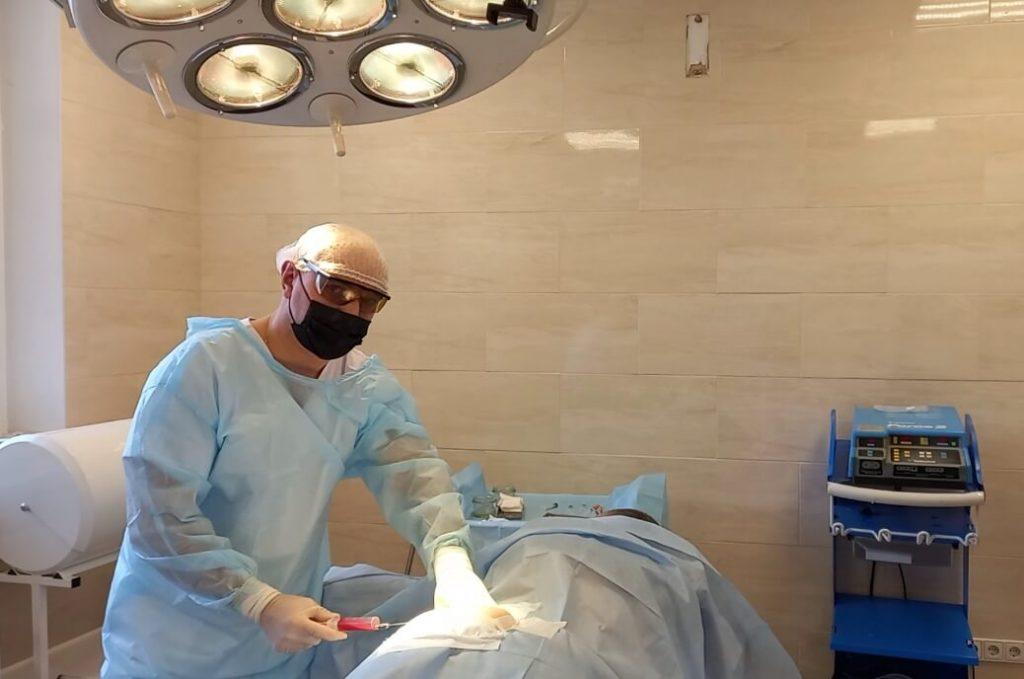 Фото доктора Ковальчук А.О. в операционной