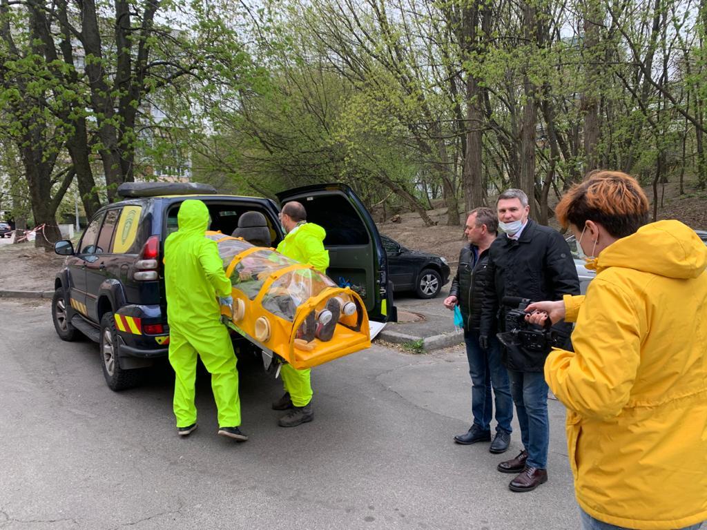 Чому в Coollaser Сlinic побувала перша в Україні капсула для транспортування хворих на коронавірус?